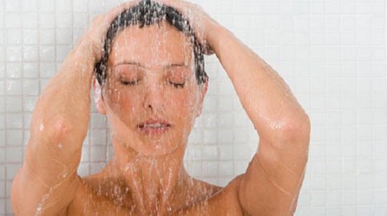 donna-doccia-1