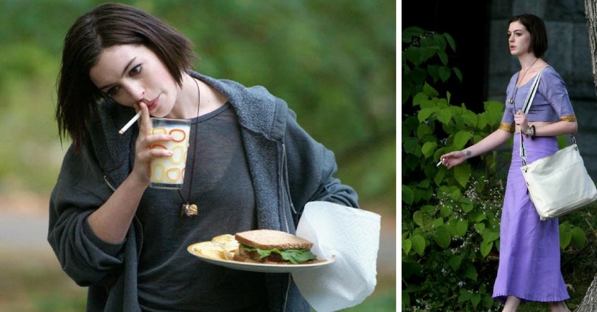 Anne Hathaway fumando