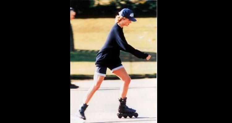 Princesa Diana andando de patins