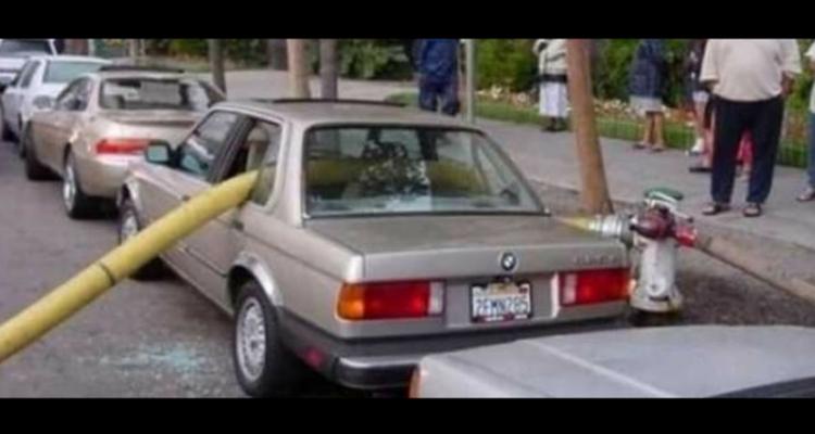 carro com vidros quebrados