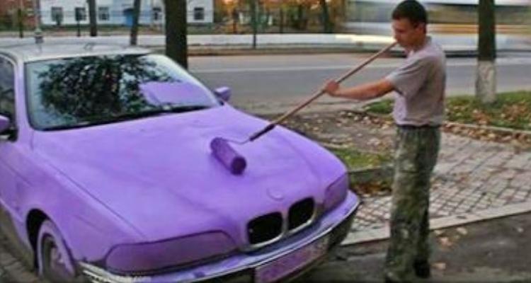 carro pintado de lilás